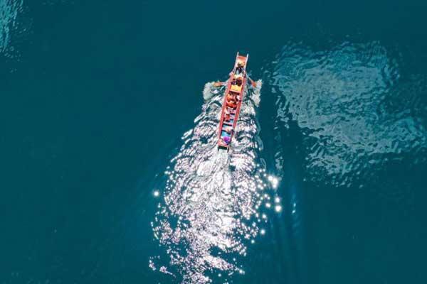 航拍云南泸沽湖绝美天空之镜 泛舟其中如遨游瑶池仙境