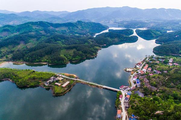 航拍湖北孝昌观音湖 如中国山水画
