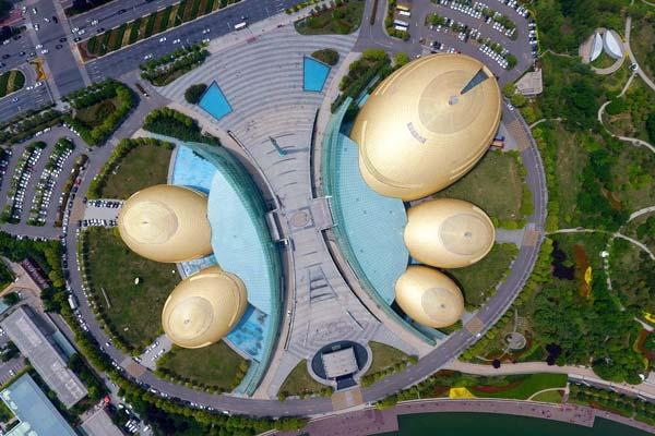 """河南艺术中心酷似5个""""大金蛋""""被评为中国最丑建筑之一"""