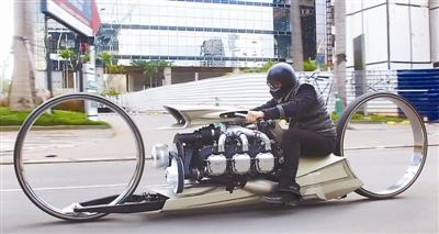巴西前赛车手打造飞机引擎超级摩托