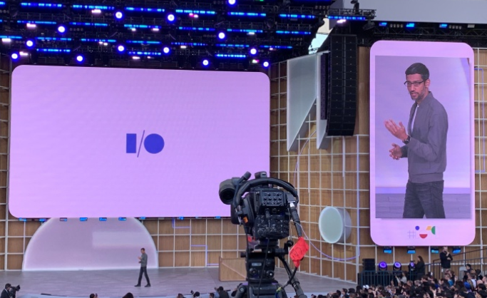 """谷歌推出带屏AI控制中枢 """"谷歌助手""""全面升级"""