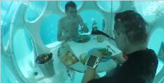 建在水下33米处的餐厅,是怎样上菜呢?