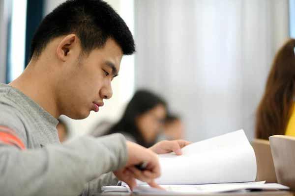 李硕的大学生活