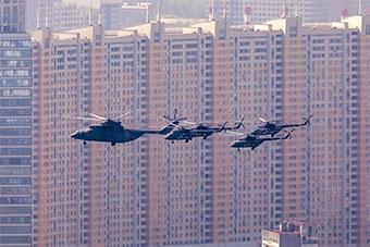 俄勝利日閱兵彩排 戰機在高樓大廈間穿梭