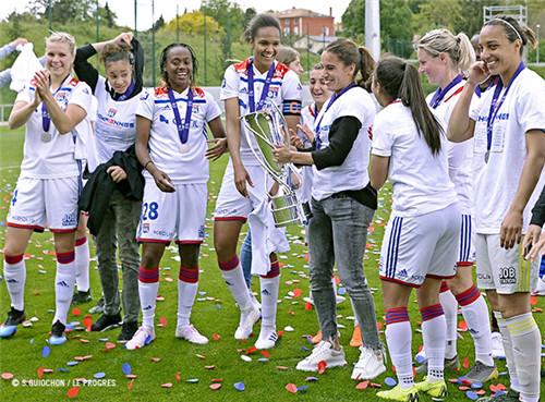 里昂女足八捧法国杯 成就国内赛场双冠王