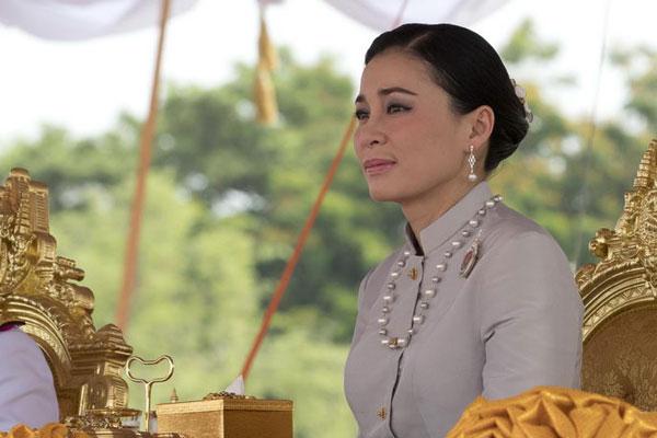 泰国新王后亮相一年一度春耕节大典