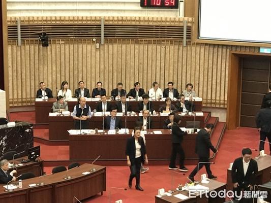 韩国瑜痛批绿营双重标准:自己人唱衰自己人