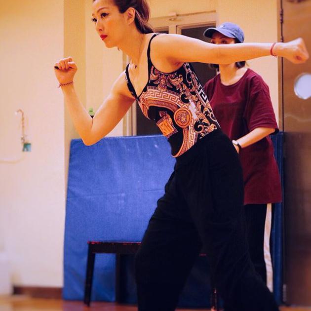 郑秀文晒舞蹈室排练照备战演唱会:目标只有一个