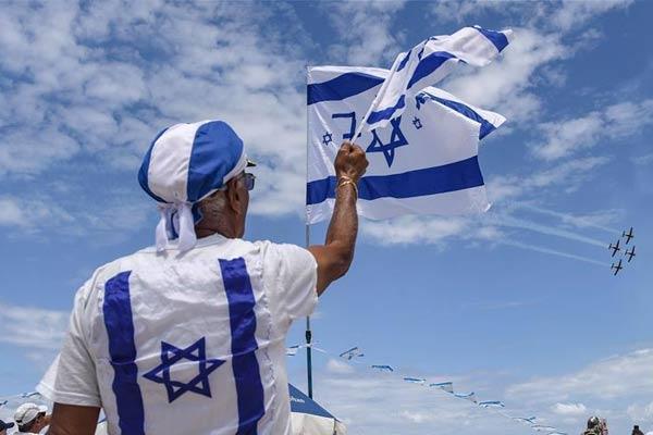 以色列举行飞行表演,庆祝独立日