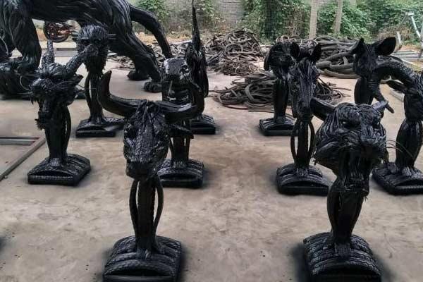 """栩栩如生!废旧轮胎变身""""创意雕塑"""""""