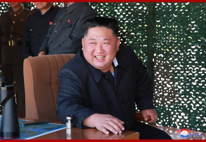 朝中社:金正恩指导前沿及西部前线防御部队火力打击训练