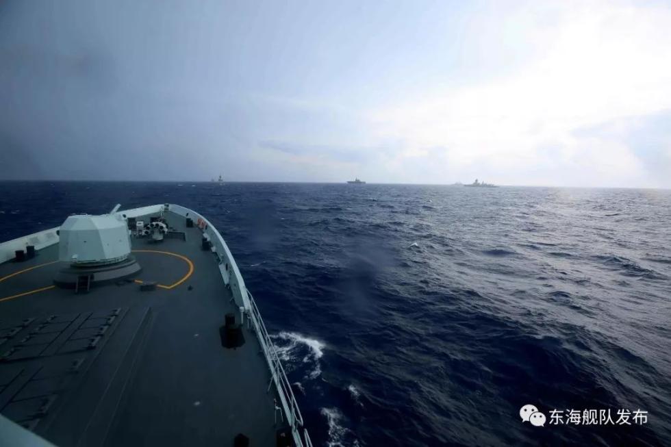 直击!湘潭舰指挥多国舰艇开展直升机着舰演练