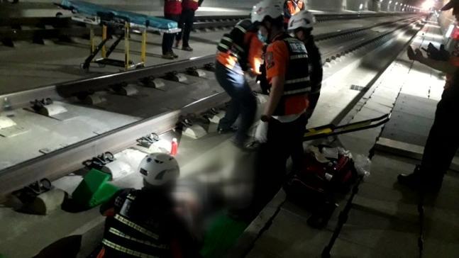 高铁惊魂!韩国女子砸开窗户 跳下时速170公里列车(图)
