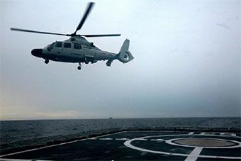 湘潭艦指揮多國艦艇開展直升機著艦演練