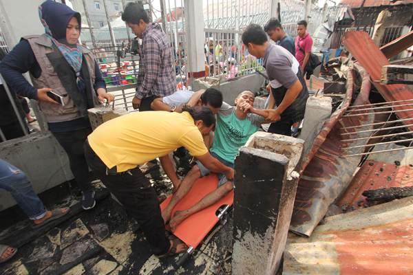 印尼一监狱发生暴乱100多名囚犯逃跑 警方转移其余囚犯