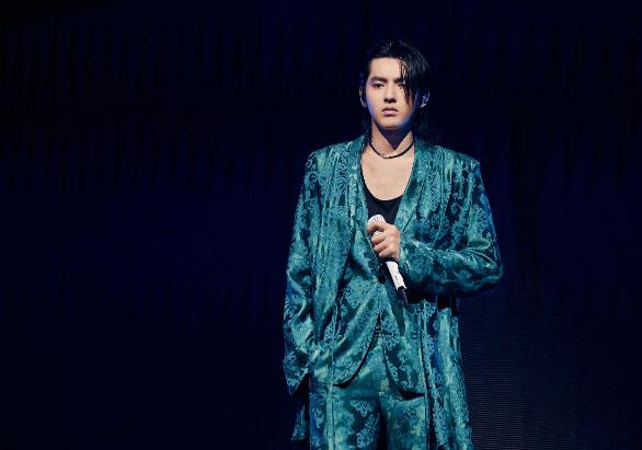 吴亦凡北京演唱会首唱新歌 堪称视觉盛宴