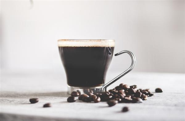 爱喝咖啡的要注意了:每天超过这个量对身体有害