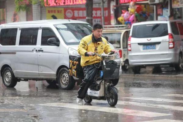 """北方风雨沙""""超级套餐""""上线,南方多地大雨或暴雨"""