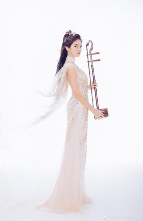 15岁少女陈依妙《巅峰之夜》被赞未来国宝级演奏家 (4).jpg