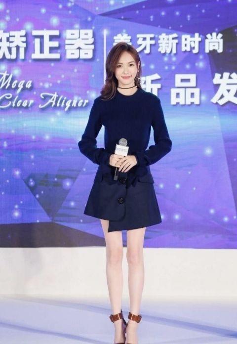 唐嫣现身活动大秀逆天长腿,网友:这条裙子真是逼到强迫症了