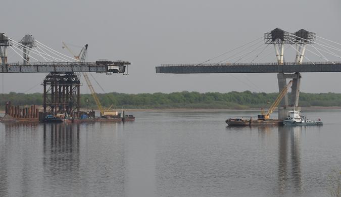 中俄界江黑龙江公路大桥建设双方正在做最后冲刺