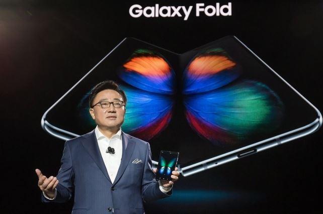 三星CEO高东进确认:Galaxy Fold很快重新发布