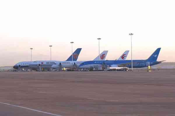 这4架飞机正从首都机场飞往大兴国际机场