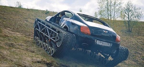 俄大胆改装者为宾利车换上履带田野上高速驾驶