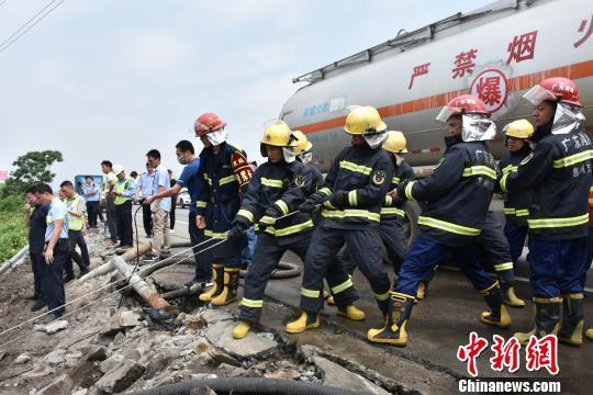 广东惠州消防堵漏一起重大险品车辆泄露事故