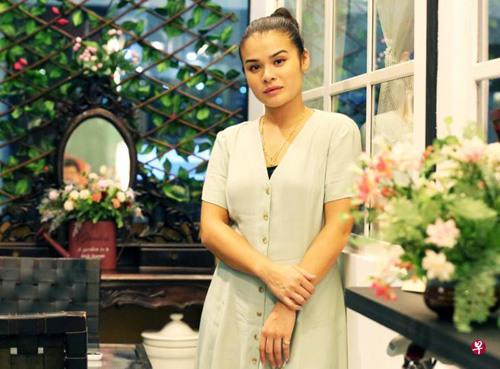 中国侨网黄一清是中意混血儿,从小会说海南话。(新加坡《联合早报》/庄耿闻 摄)