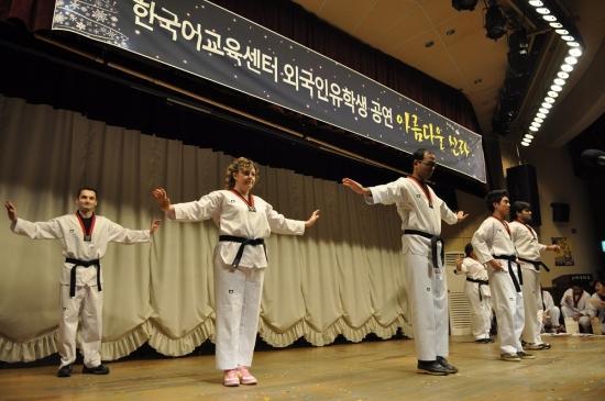 """韩国要拿10万留学生""""割韭菜""""?"""