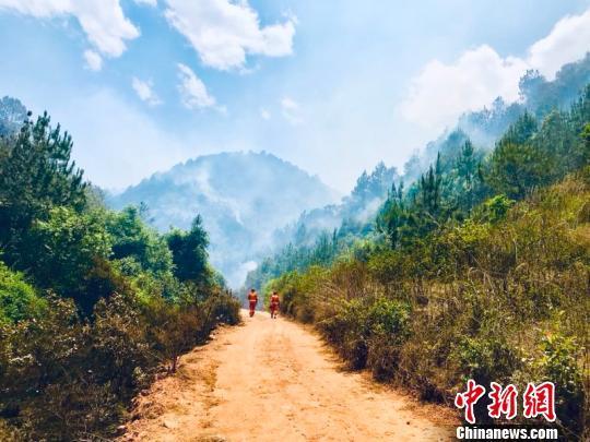 云南永平山火明火扑灭 过火面积约92公顷