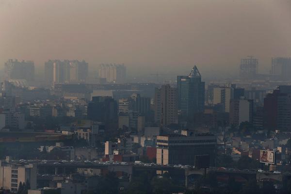 墨西哥多处火灾引发空气污染 当局警告民众勿外出