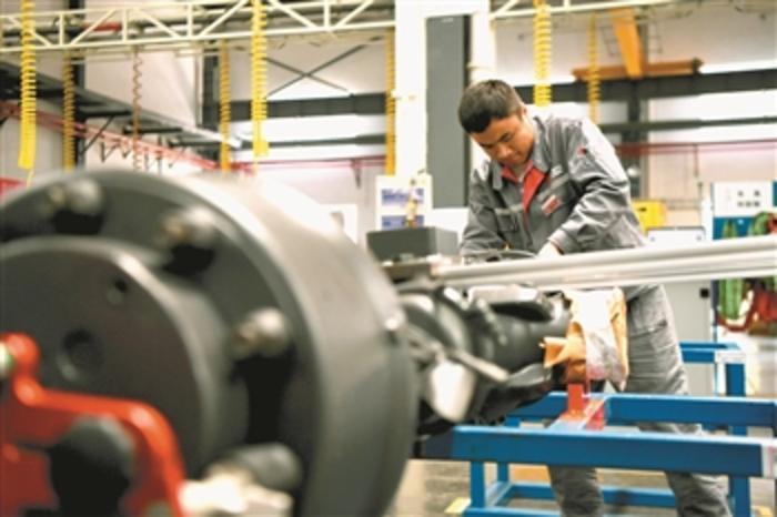 打造智轨列车 推动经济发展