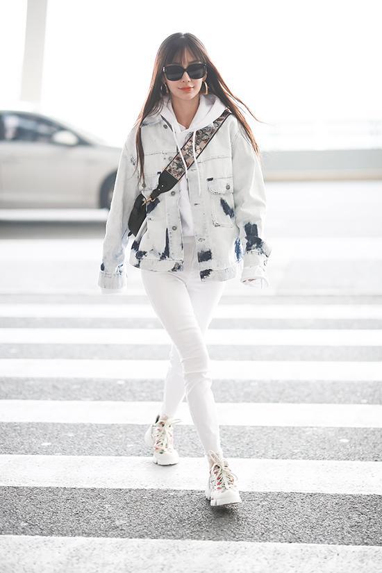 Get Angelababy同款扎染牛仔外套,开春扮酷就靠它了!