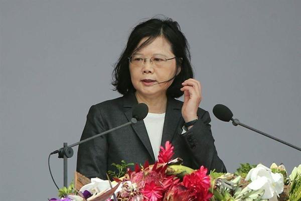 朱立伦批蔡英文:让台湾坐上冲向黑暗的失速列车