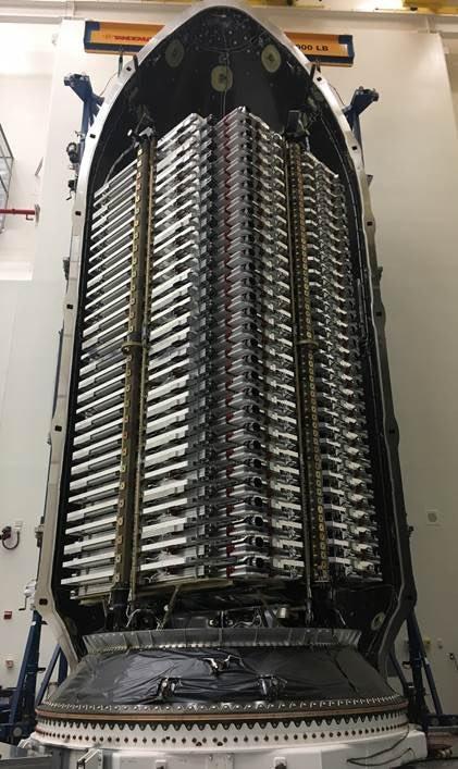 马斯克晒SpaceX首批60颗互联网卫星 本周入轨