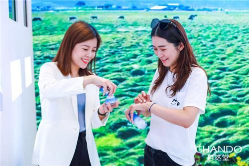 国货之光点亮双城,伽蓝JALA打造世界级中国品牌