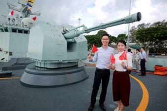 中國海軍顏值擔當:054A艦在在新加坡開放參觀