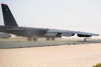 美军最新部署中东B-52曝光 刚到就忙着飞行巡逻