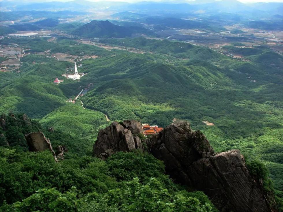 一家四口来丹东旅游,被困五龙山夹扁石!