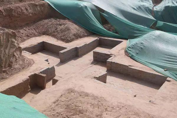 罕见!郑州市区发现160座古墓葬,出土上千件宝贝!