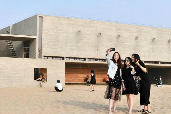 """图书馆坐落海边 号称""""全世界最孤独的图书馆"""""""