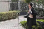 网曝李亚鹏女友近照 街头唱歌气质优雅