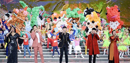 张杰作为中国歌手代表亮相亚洲文化嘉年华