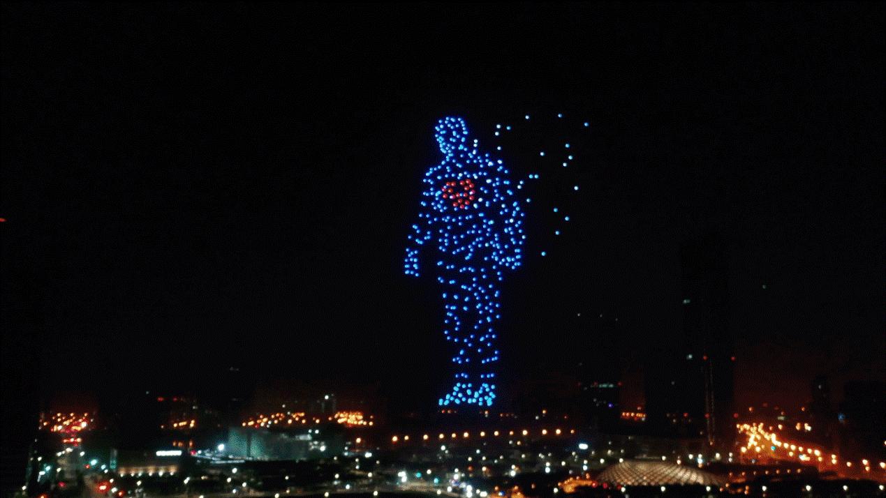 天津智能之夜:一飞500架次无人机秀集群3D穿越大戏
