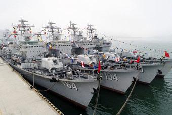 4艘051型驱逐舰同时退役 服役超30年各有千秋