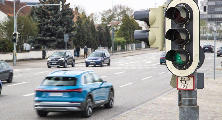 """奥迪将在欧洲推出V2I服务 确保车辆一路""""绿灯"""""""