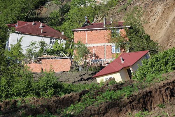 土耳其奥尔杜省发生山体滑坡 15栋房屋遭殃