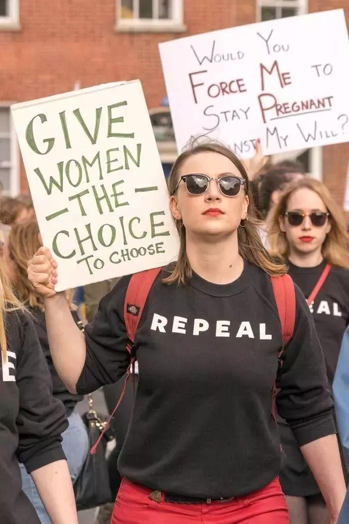 阿拉巴马州的25位议员,看了这些女孩的故事,你们心痛吗?